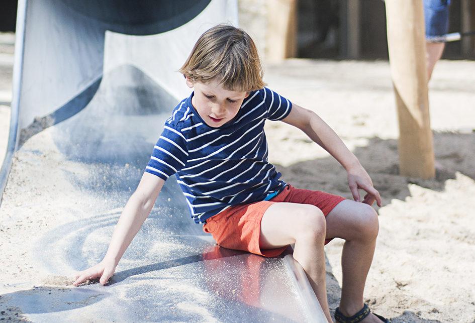 Glijbaan in buitenspeeltuin de Leemkuil
